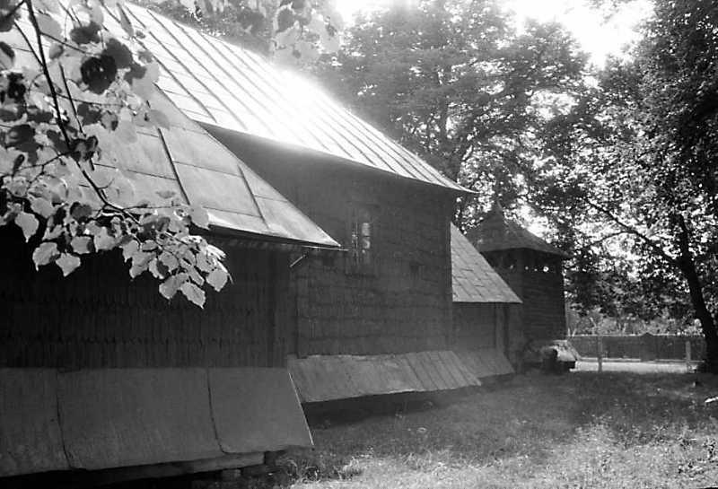 1990 р. Церква і дзвіниця. Вигляд з позиції А1