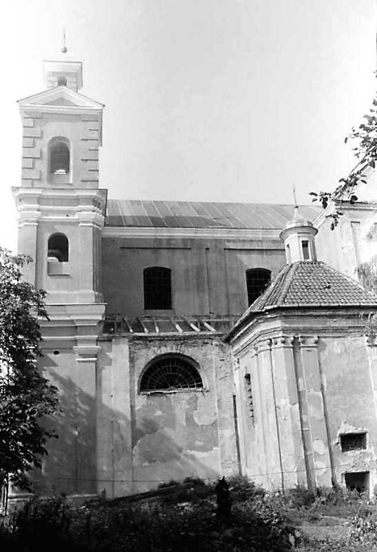 1990 р. Башта, нава і каплиця. Вигляд…