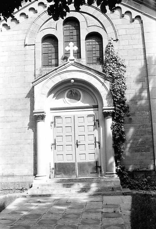 1991 р. Портал головного фасаду