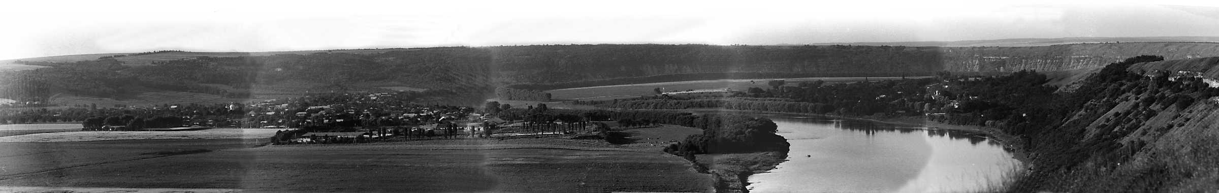 1991 р. Панорама луки Дністра з видном…