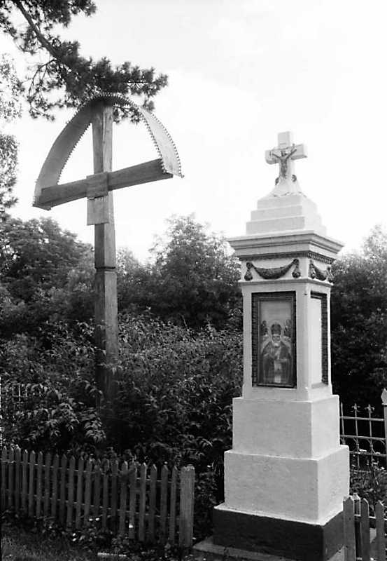 1991 р. Хрести біля церкви