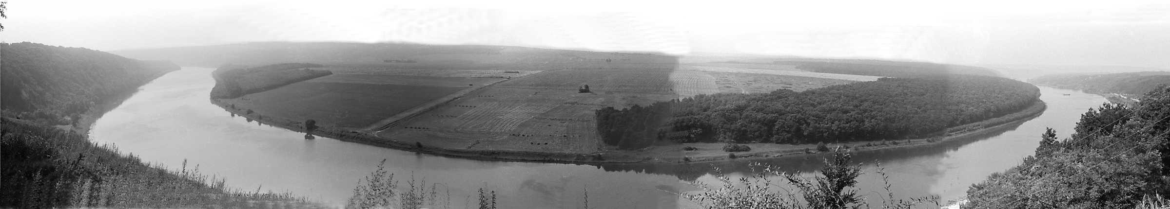 1991 р. Панорама луки Дністра у с. Дзвенигород