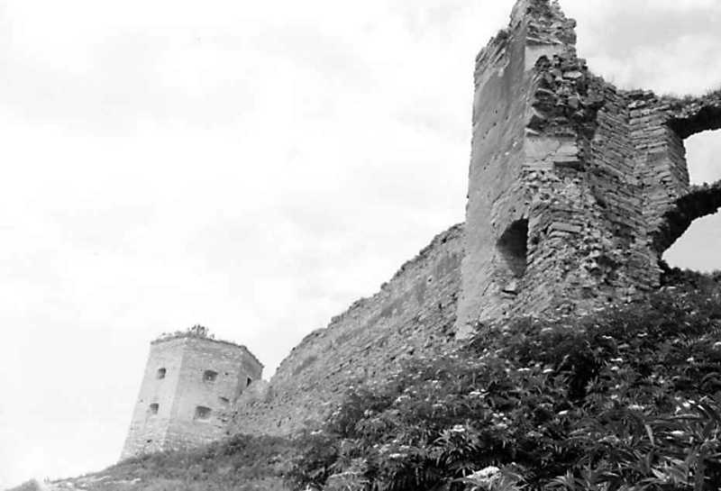 Західна башта, мур, фрагмент південної…