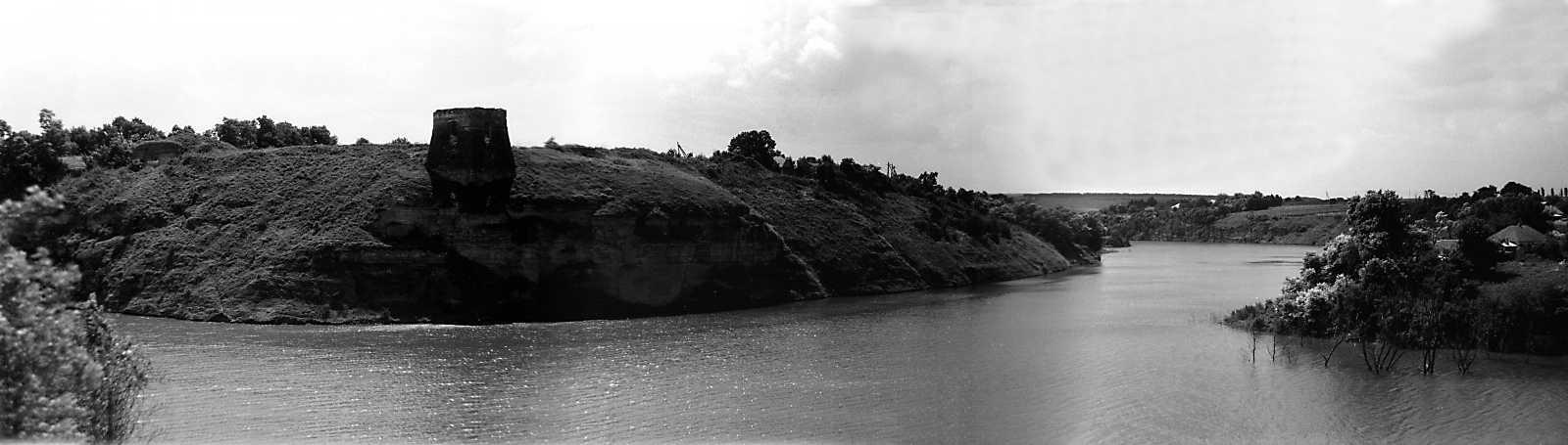 1991 р. Панорама замку і р. Жванчик з півночі