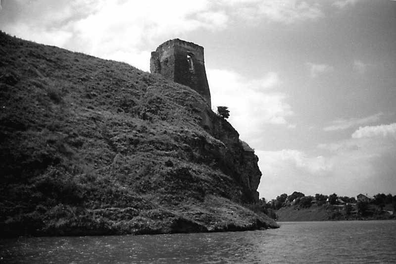 1991 р. Північна башта над урвищем.…