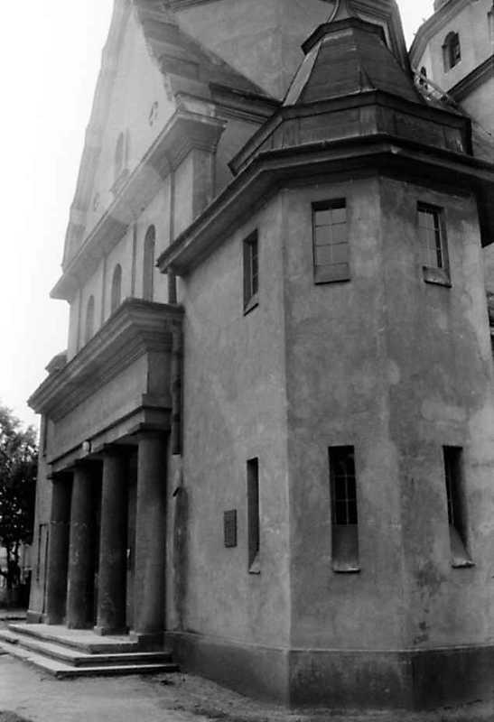 1991 р. Головний фасад в ракурсі. Вигляд з позиції С2
