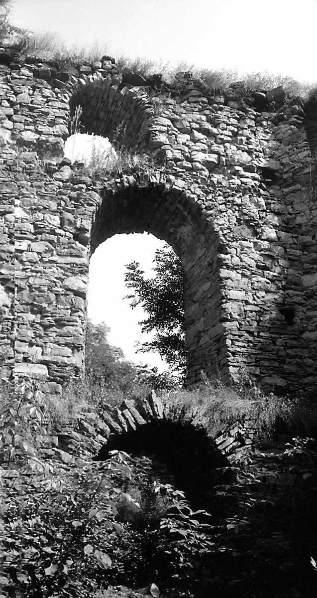 1991 р. Південна башта. Північно-східна стіна в інтер'єрі