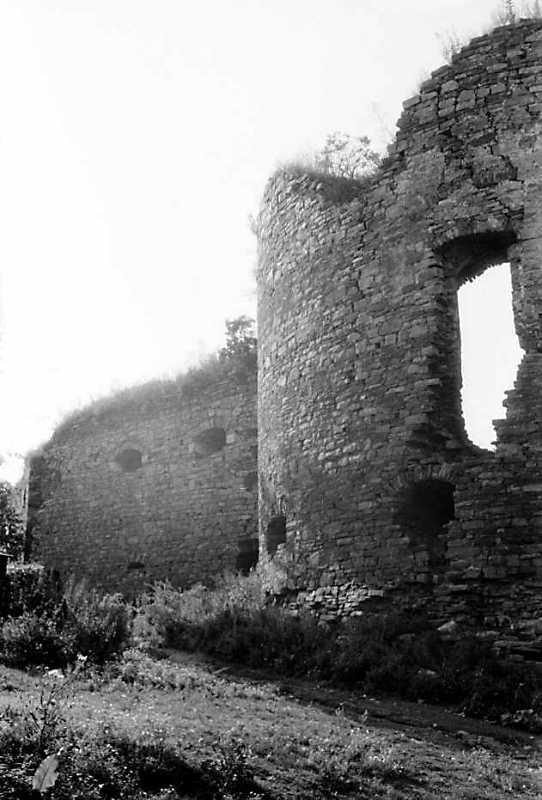 1991 р. Куртина 5 і башта 4. Вигляд з…