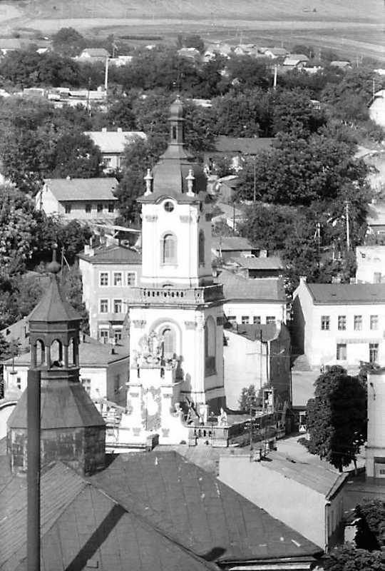 1991 р. Костел Успіння і ратуша.…