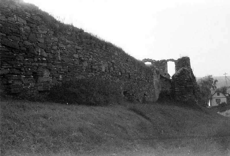 1991 р. Північно-східний мур і башта 2. Вигляд з південного сходу
