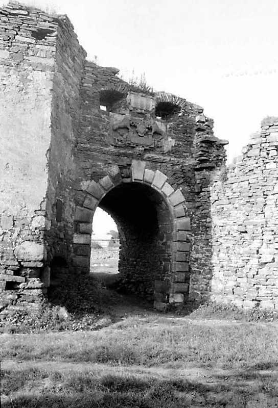 1991 р. Брама між баштою 5 і бастіоном 6. Вигляд з півдня