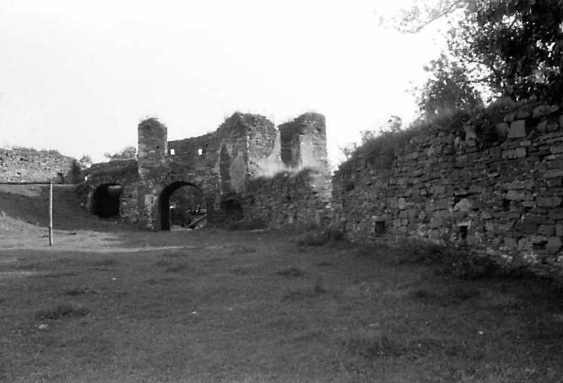 1991 р. Бастіон 6, брама, башта 5, фрагмент західного муру. Вигляд з півночі, з боку двора