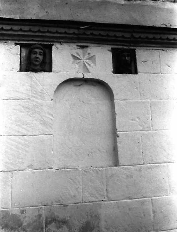 Фрагмент фасаду дзвіниці з рельєфами
