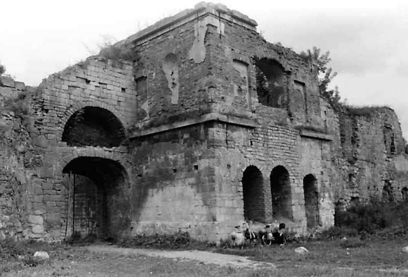 1991 р. Брама 2, башта 1. Вигляд із заходу