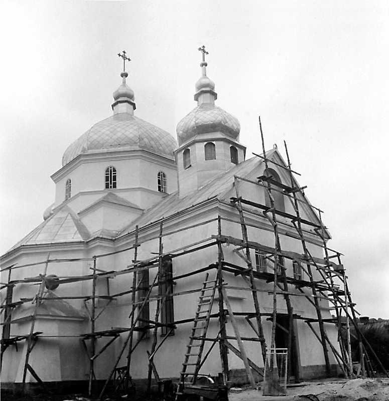 1991 р. Нова церква. Вигляд з північного заходу