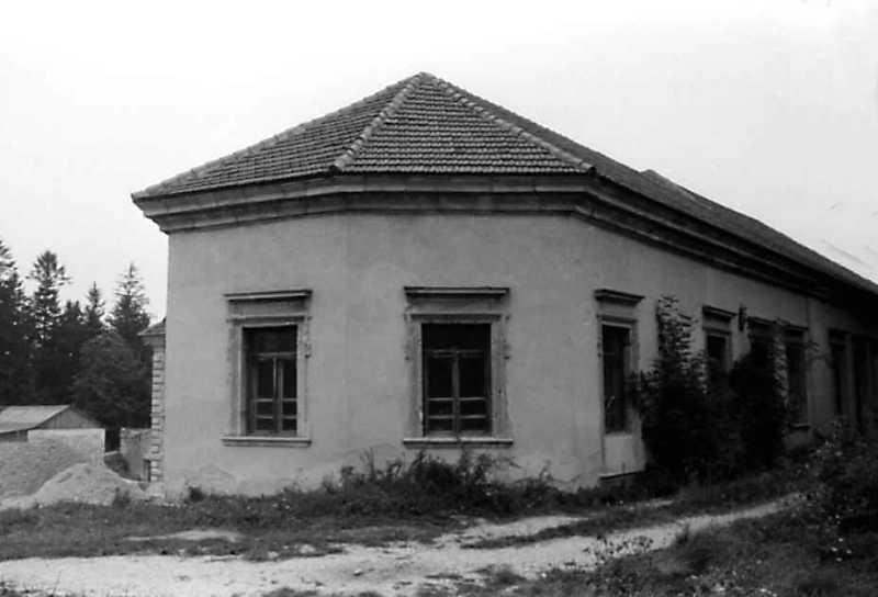 1991 р. Задній фасад правого крила…