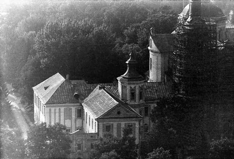 1991 р. Південний корпус і фрагмент…