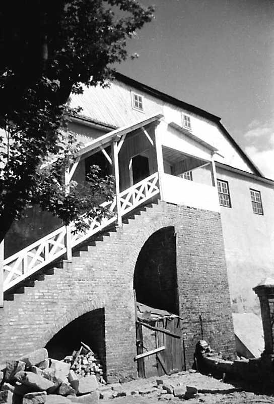1991 р. Сходи на 2-й поверх. Вигляд із заходу
