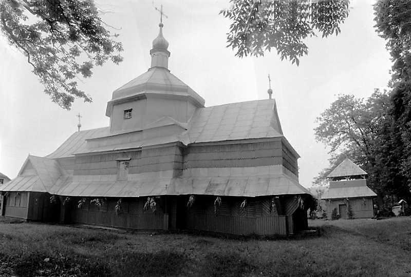 1992 р. Церква і дзвіниця. Вигляд з…