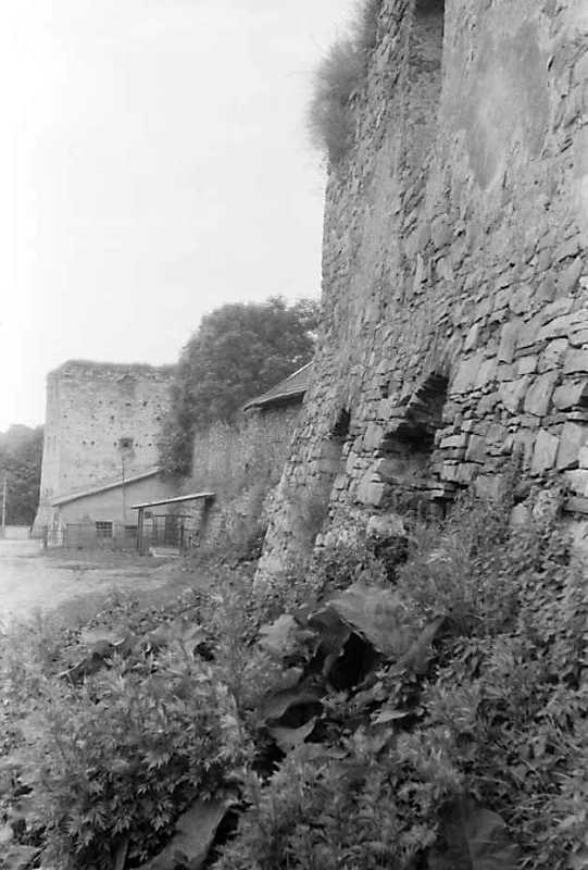 1992 р. Південна башта 7 і фрагмент східної башти 5. Вигляд з північного сходу