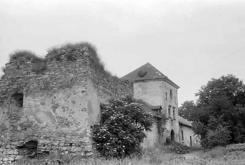 1992 р. Східна башта 5 та північно-східний фронт. Вигляд з південного сходу