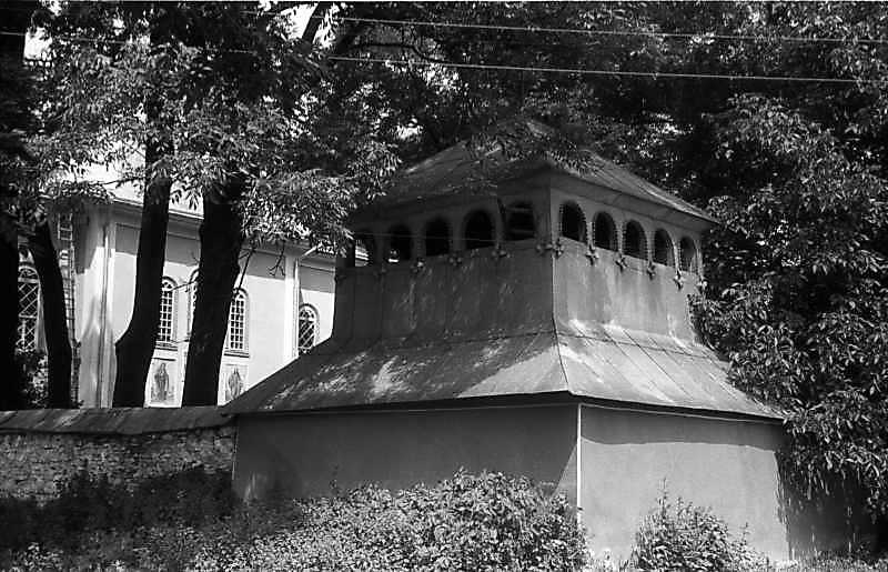 1992 р. Фрагмент церкви і дзвіниця.…
