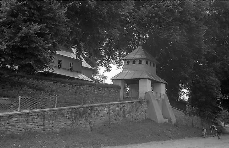 1992 р. Церква і дзвіниця. Вигляд з південного заходу