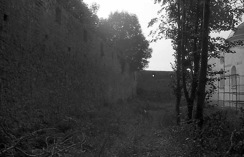 1992 р. Південний мур. Вигляд зі сходу