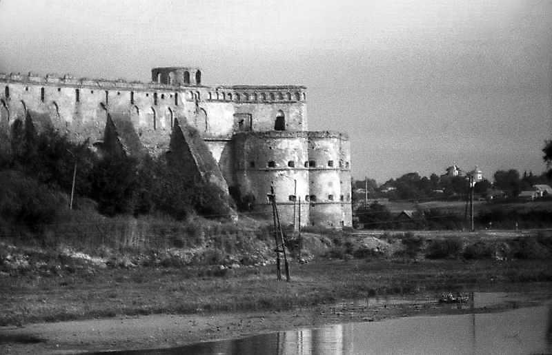 1992 р. Східна частина замку. Вигляд з…