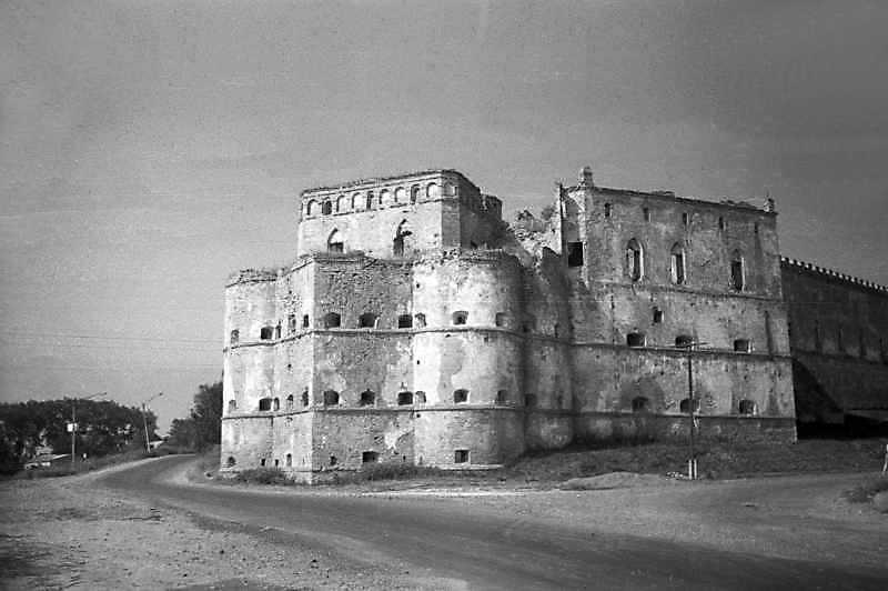 1992 р. Східна башта і казематна…