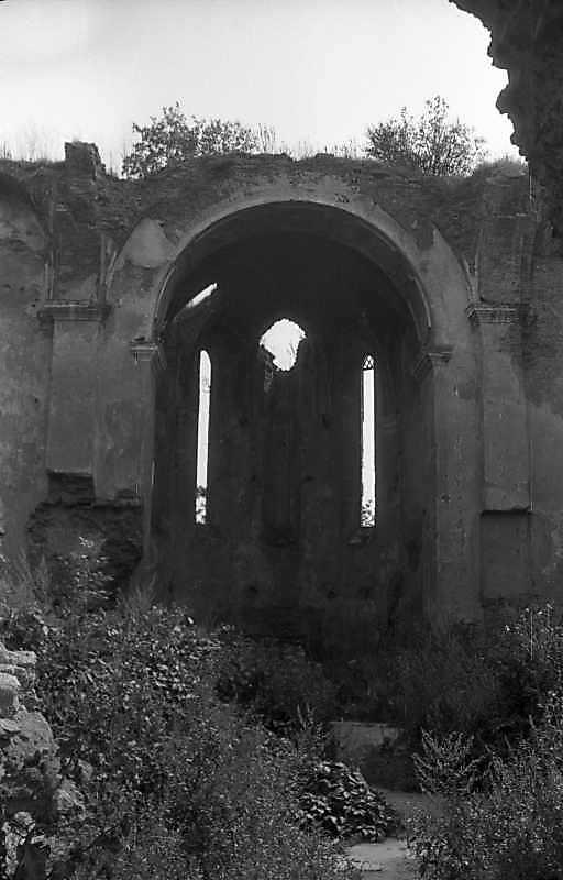 1992 р. Нава з видом на вівтар. Вигляд із заходу