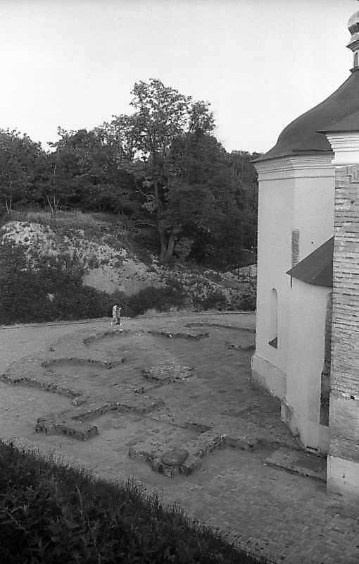 1993 р. Контур давньої церкви