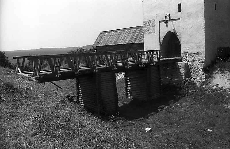 1993 р. Рів, міст і башта. Вигляд з південного сходу