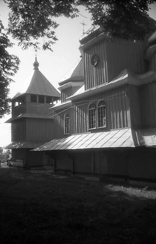 Дзвіниця, бабинець і нава церкви