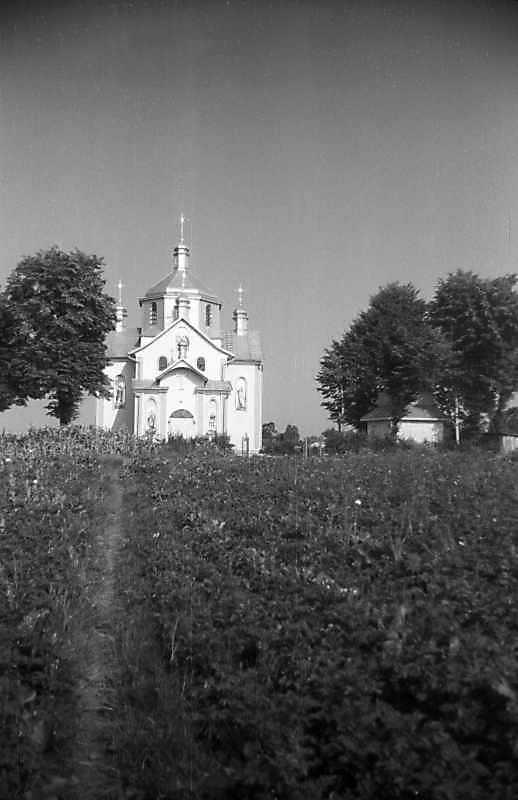 1993 р. Церква і дзвіниця. Вигляд із заходу