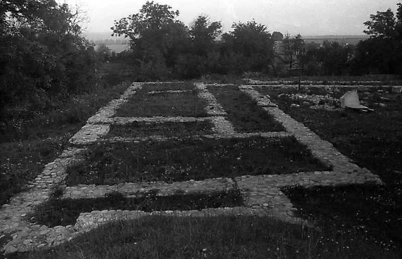 1993 р. Фундаменти корпусу келій. Вигляд з півночі