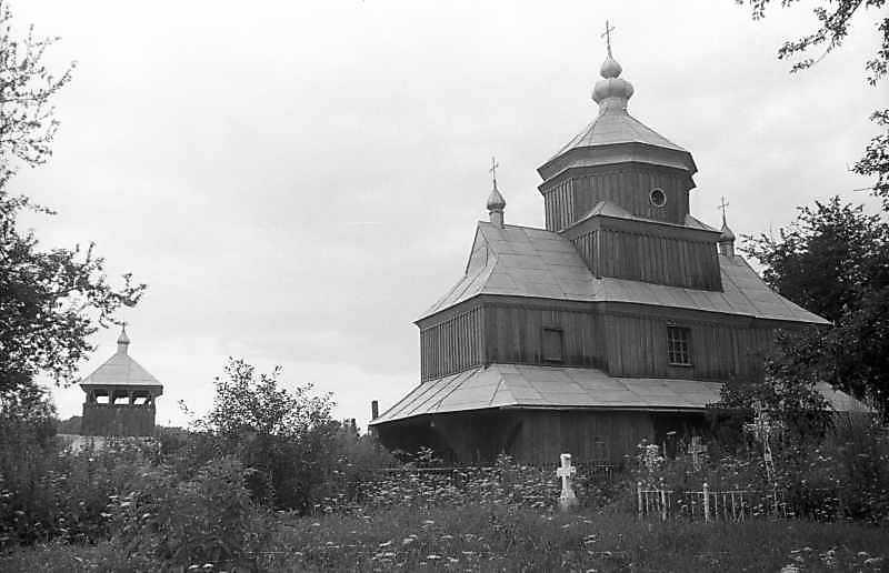 1993 р. Дзвіниця та церква. Вигляд з…
