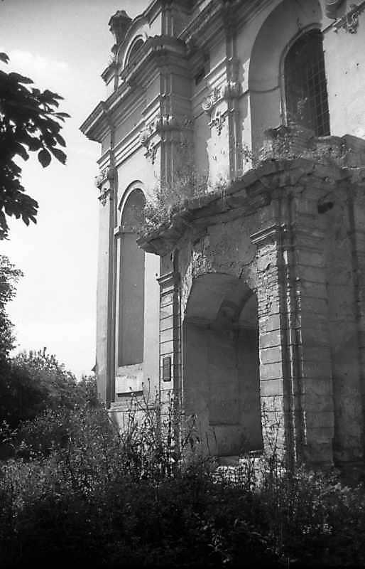 1993 р. Фрагмент головного фасаду.…