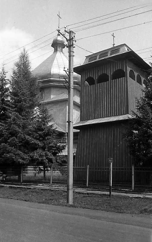 1993 р. Церква та дзвіниця. Вигляд з південного сходу
