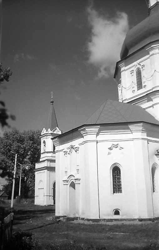 Дзвіниця та південне рамено церкви