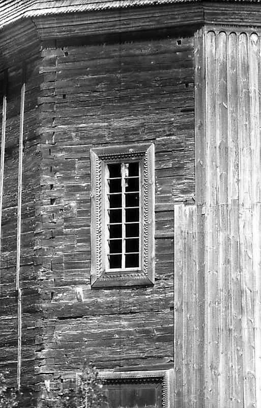 Вікно південної стіни нави