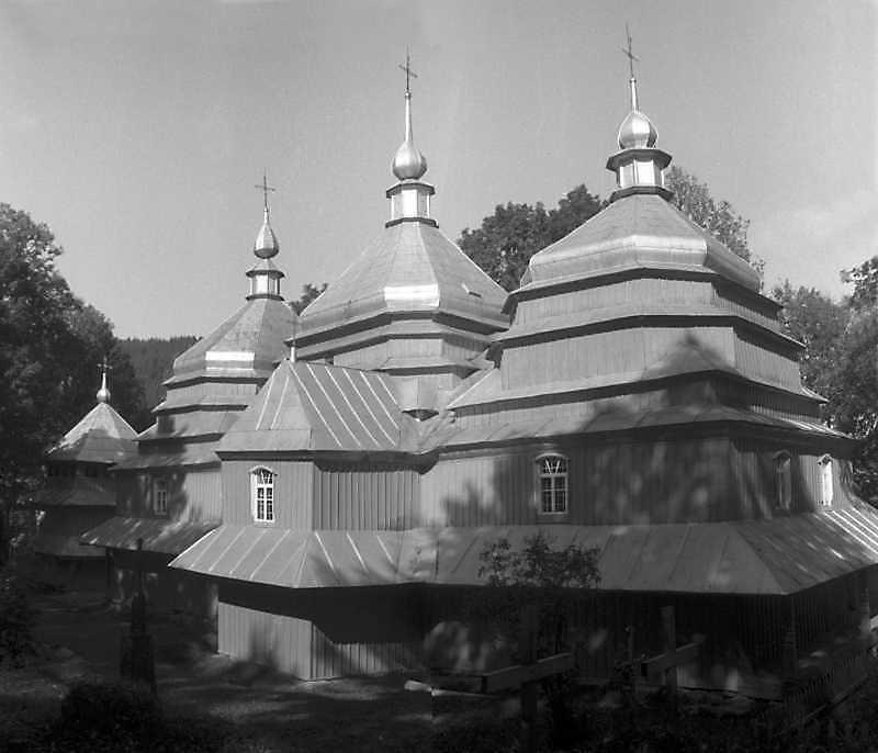 1993 р. Дзвіниця і церква. Вигляд з…
