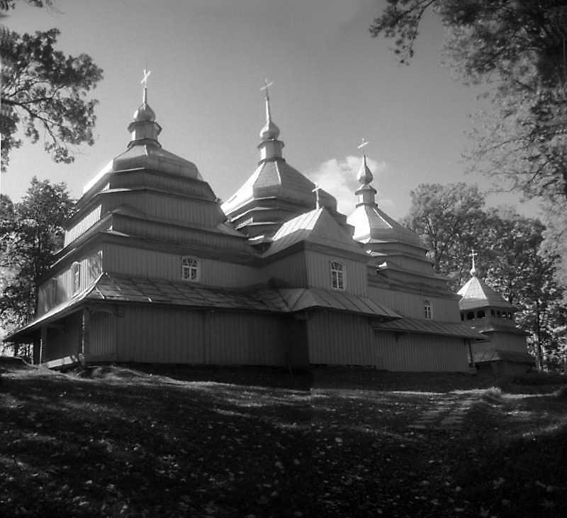 1993 р. Церква та дзвіниця. Вигляд з північного сходу
