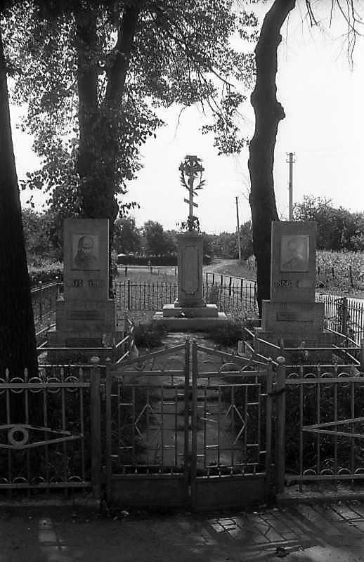 Хрест на пам'ять про знесення панщини в 1848 р.