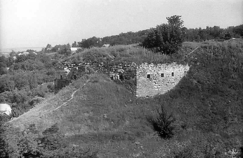 1995 р. Фундамент башти. Вигляд з південного сходу