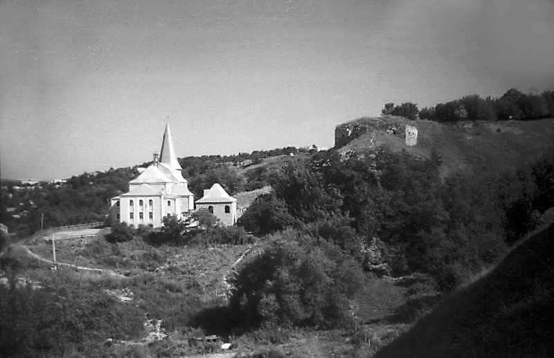 1995 р. Костел і замок. Вигляд з півдня