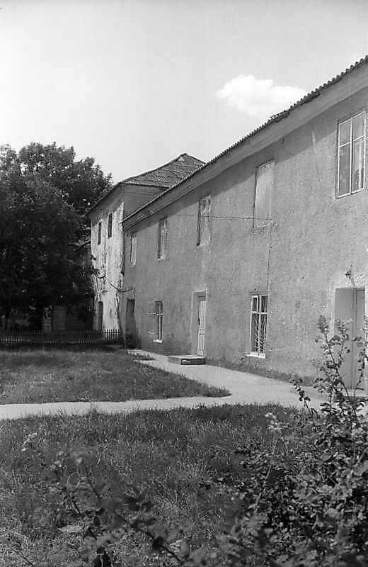 1995 р. Західний фасад східного крила. Вигляд з південного заходу