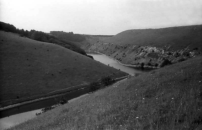 1995 р. Вид долини р.Сара-Лунга біля…