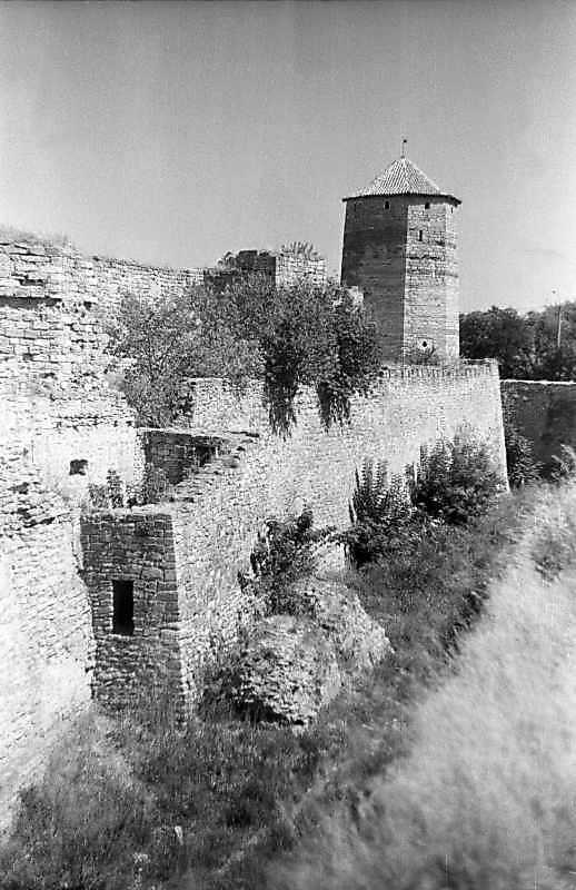 1995 р. Південний фронт з баштами 8, 7, 6. Вигляд із заходу