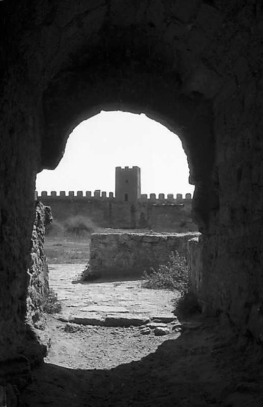 1995 р. Вид на башту 22 крізь браму…